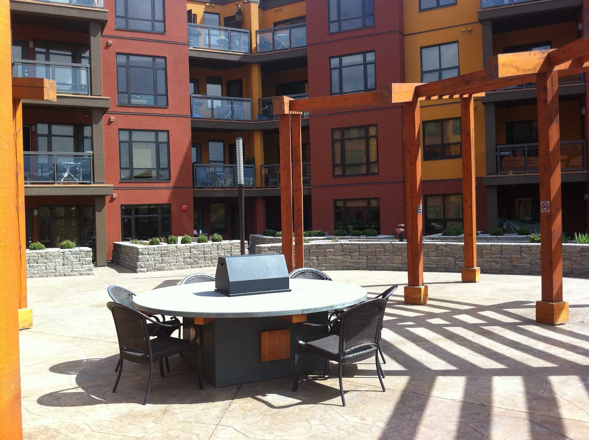 Fire Pit & Courtyards